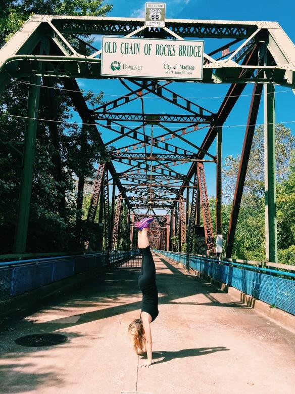 chain rocks bridge handstand