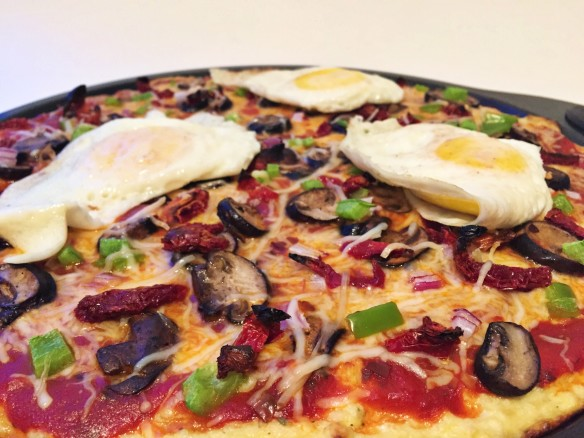 ultimate fried egg veggie pizza cauliflowercrust